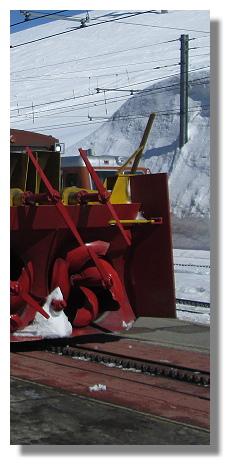 [Foto:riffelberg-gornergratbahn-schneepflug.jpg]